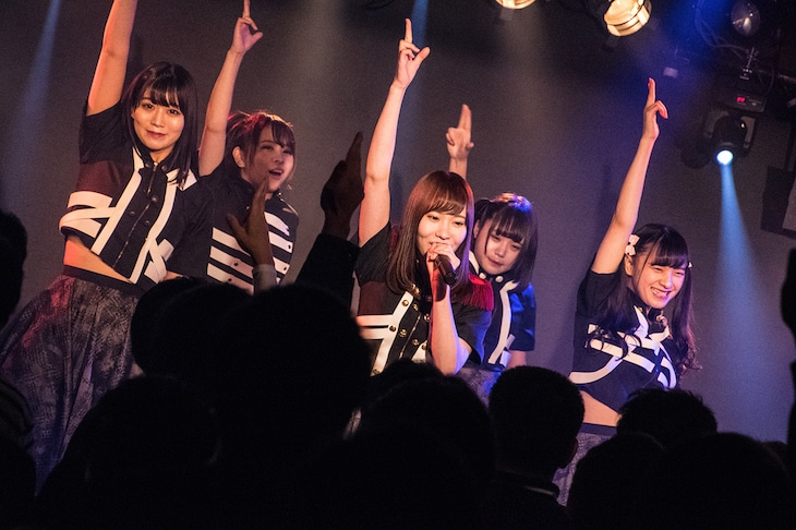"""「ヲルタナティヴ LIVE TOUR 2018 """"2 SETS of BABEL""""」広島・SECOND CRUTCH公演の様子。(撮影:古川朋久)"""