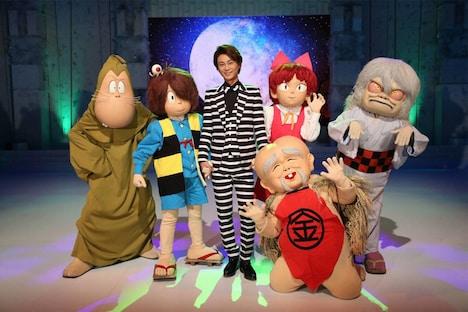 氷川きよしとアニメ「ゲゲゲの鬼太郎」のキャラクター。 (c)フジテレビ