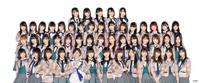 HKT48。3列目左から4番目が坂本愛玲菜。