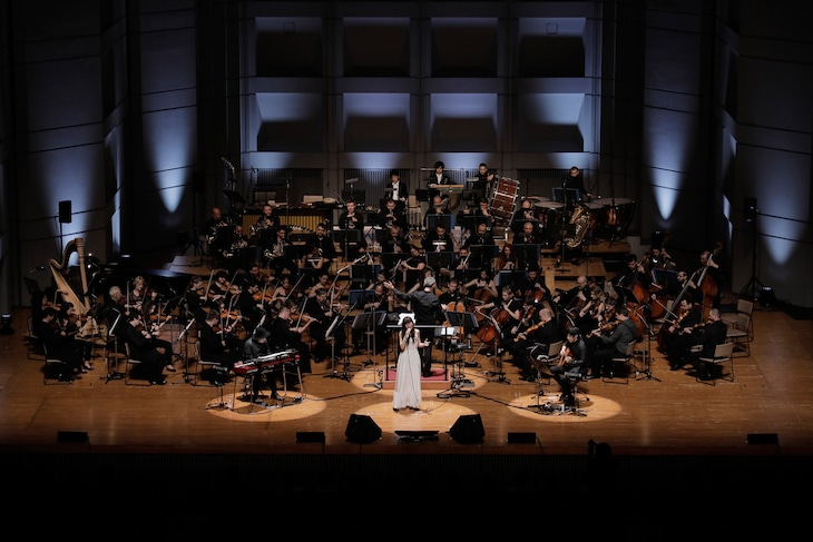 "Aimer「Aimer special concert with スロヴァキア国立放送交響楽団""ARIA STRINGS""」の様子。(写真提供:SME Records)"