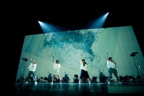 Maison book girl「Maison book girl tour 2018 final『Solitude HOTEL 5F』」の様子。(撮影:稲垣謙一)