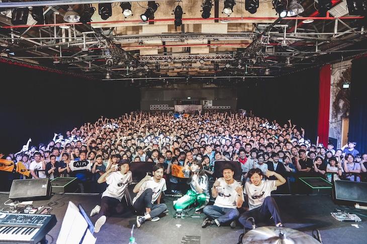 """あいみょん「AIMYON TOUR 2018 -TELEPHONE LOBSTER-ADDITIONAL SHOW """"TAIWAN""""」の様子。(撮影:井手康郎、鈴木友莉)"""
