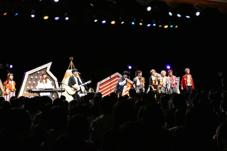 イベント出演者全員による「魔法のような」歌唱の様子。