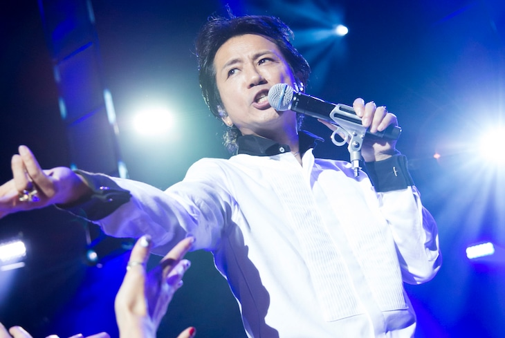 藤井フミヤ「FUMIYA FUJII CONCERT TOUR 2016 大人ロック」千葉・市川市文化会館公演の様子。(c)2017 FFM