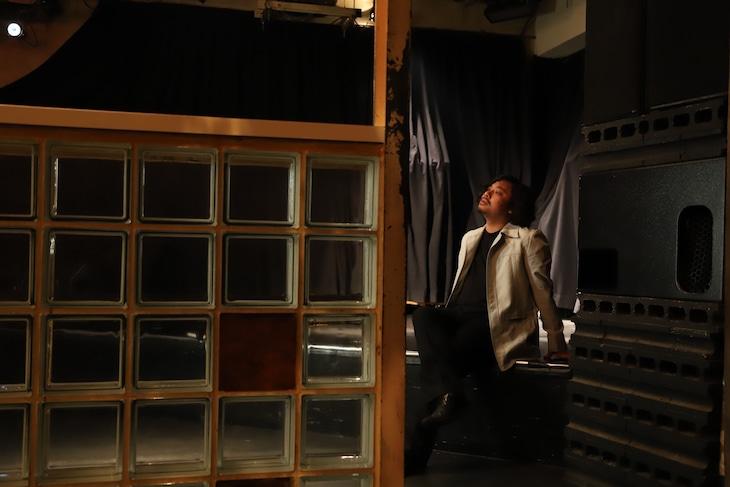下北沢THREEの店長・スガナミユウ。  (撮影:小原啓樹)