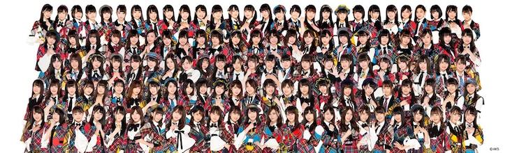 AKB48。最上段右から14番目が庄司なぎさ。
