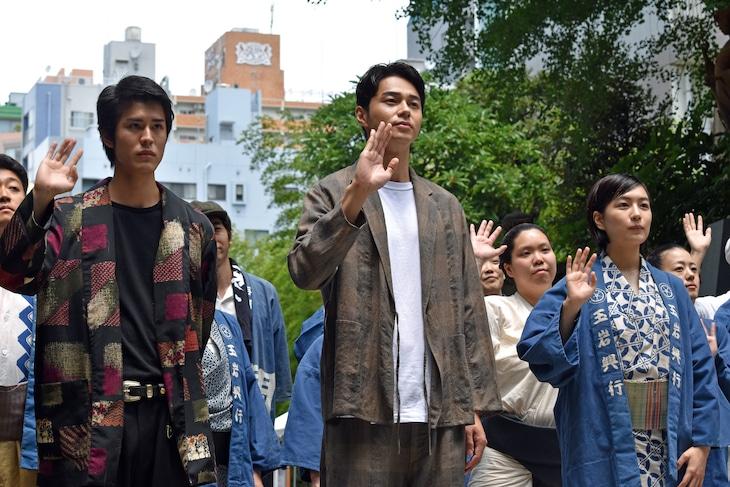 「菊とギロチン」ヒット祈願イベントの様子。前列左から寛一郎、東出昌大、木竜麻生。