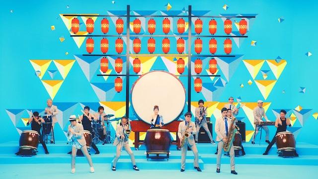 「キリン 氷結(R) 300%レモン(期間限定)」のテレビCM「あたらしくいこう 2018 和太鼓」編Webムービーのワンシーン。