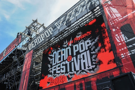 「DEAD POP FESTiVAL 2018」の様子。(Photo by Yuji Honda)