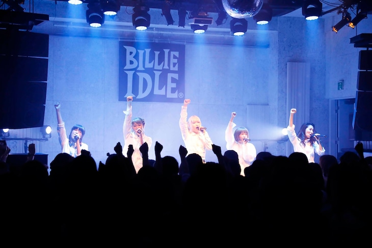 BILLIE IDLE「GIRLS DAY OUT Vol.2」の様子。