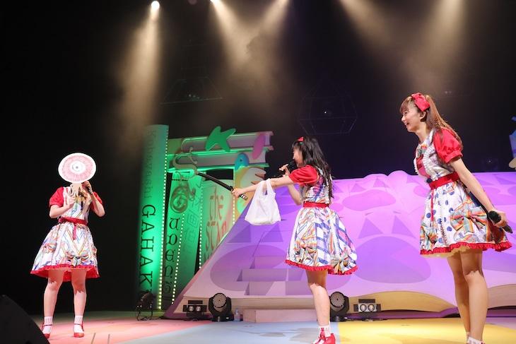 左から小林歌穂、中山莉子、星名美怜。(写真提供:SMEレコーズ)