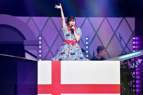 「鈴木愛理 1st LIVE ~Do me a favor @ 日本武道館~」の様子。