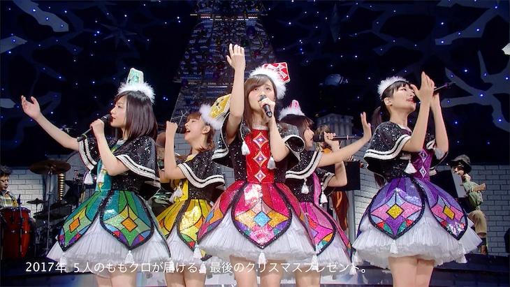 """ももいろクローバーZ「ももいろクリスマス 2017 ~完全無欠のElectric Wonderland~」トレイラー""""大阪城ホールVer.""""のワンシーン。"""