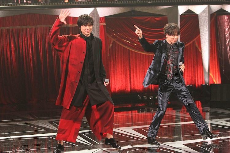 ミュージカルメドレーで「世界の王」を披露する城田優(左)と山崎育三郎(右)。(c)フジテレビ