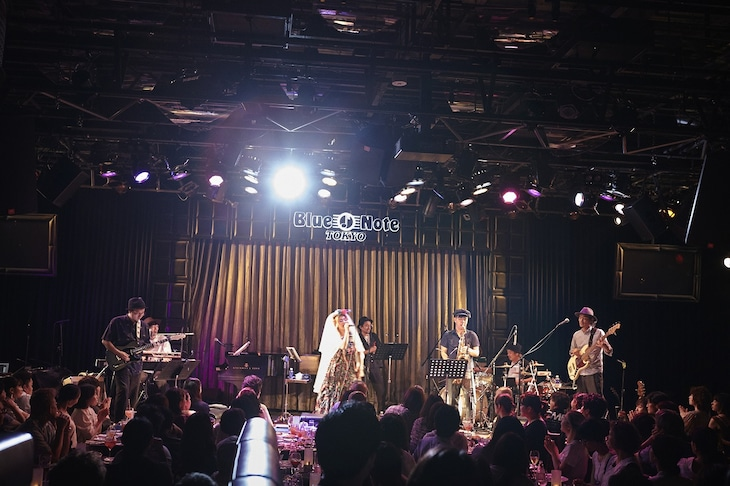 Chara「Shut Up And Kiss Me! ~Sweet Soul Sessions Supreme~」東京・ブルーノート東京公演の様子。(c)amitamari