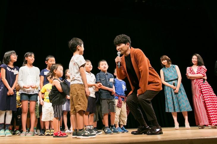 映画「未来のミライ」親子試写会で子供の質問に答える星野源。
