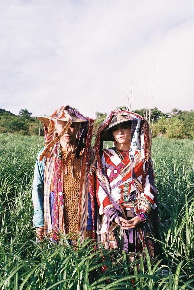 左から辻本知彦、菅原小春。(Photo by TAKAKO NOEL)