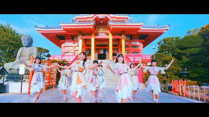 A応P「恋に咲く謎、はらはらと」ミュージックビデオのワンシーン。