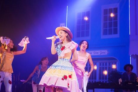 西野カナ「全国ホールツアー2018『LOVE it Tour』」北海道・ニトリ文化ホール公演の様子。