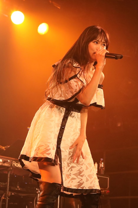 TRUE「TRUE TOURS 2018~Lonely Queen's Liberation Party~」東京・LIQUIDROOM公演の様子。