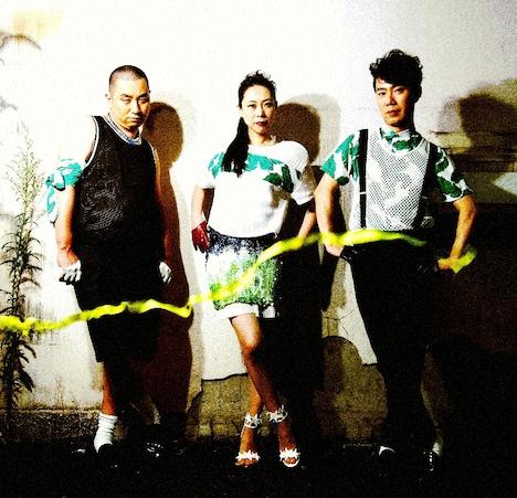 左からレイザーラモンRG、椿鬼奴、藤井隆。