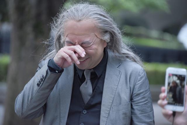 涙を浮かべて語りかけてきた参加者にもらい泣きするレイザーラモンRG。