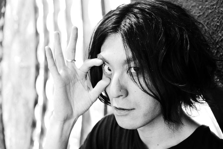 前野健太が撮影した志磨遼平。