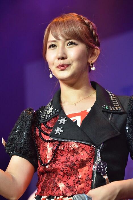 岡井千聖。昨年8月に東京・お台場 青海周辺エリアで開催されたアイドルイベント「TOKYO IDOL FESTIVAL 2018」のステージの様子。