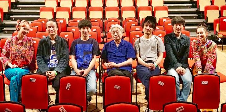 水原希子と佑果を交えThe Old Marketで撮影されたカット。(写真提供:ビクターエンタテインメント)