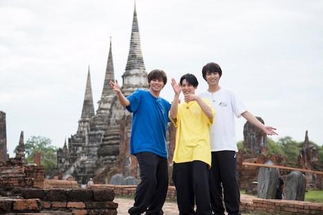 左からカイ、ユースケ、タカシ。(c)「超特急!タイ食べ鉄旅」製作委員会
