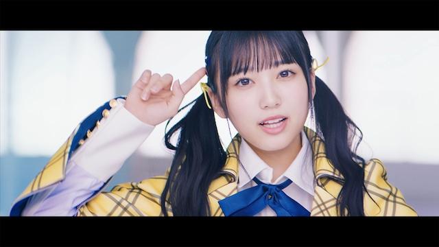 AKB48「センチメンタルトレイン」ミュージックビデオより矢吹奈子。(C)AKS/キングレコード