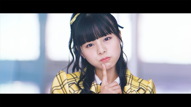 AKB48「センチメンタルトレイン」ミュージックビデオより本間日陽。(C)AKS/キングレコード