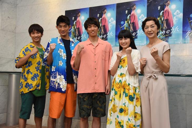 舞台「タイヨウのうた~Midnight Sun~」出演者。左から藤原丈一郎、松崎祐介、辰巳雄大、柏木ひなた、高橋惠子。