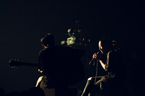 左からIvan(G)、Yosh(Vo)。(Photo by Reiji Yamasaki)