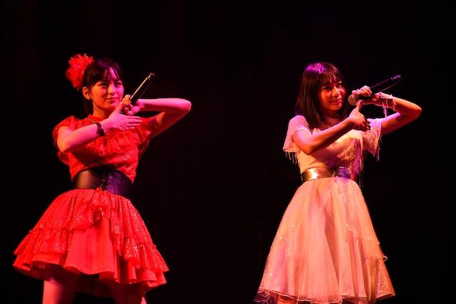 「卒業ラブテイスティ」でコラボレーションする清井咲希(左 / たこやきレインボー)と庄司芽生(右 / 東京女子流)。