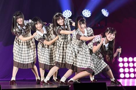 「泣きべそかくまで」を披露する「NGT48のにいがったフレンド!」選抜。