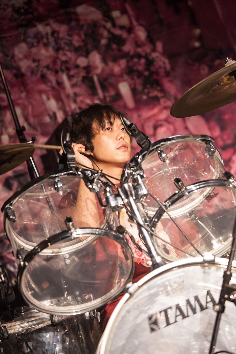 ピエール中野(Dr / シン・ガイアズ)(Photo by Masayo)