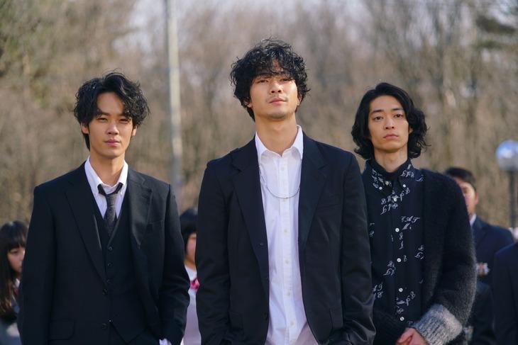 Team3B。左から遠藤史也演じるバーテンダー王子・翔、清原翔演じる美容師王子・嵯峨沢ハル、こだまたいち演じるバンドマン王子・TAICHI。