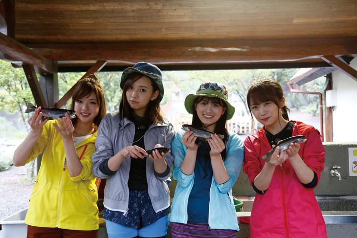 「NOGIBINGO!10」第1回ロケの様子。左から和田まあや、新内眞衣、大園桃子、秋元真夏。(c)「NOGIBINGO!10」製作委員会