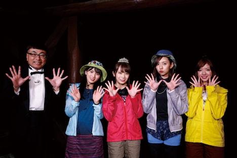 「NOGIBINGO!10」第1回ロケ参加者。左からイジリー岡田、大園桃子、秋元真夏、新内眞衣、和田まあや。 (c)「NOGIBINGO!10」製作委員会