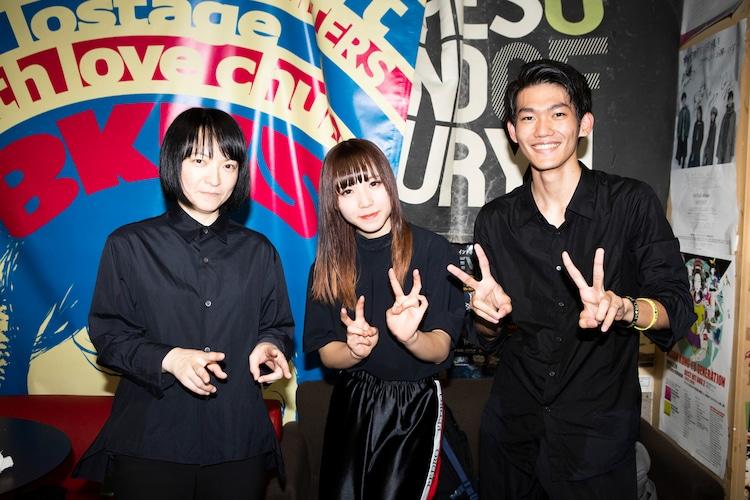 PEDRO。左から田渕ひさ子(G)、アユニ・D(B, Vo)、毛利匠太(Dr)。(撮影:外林健太)