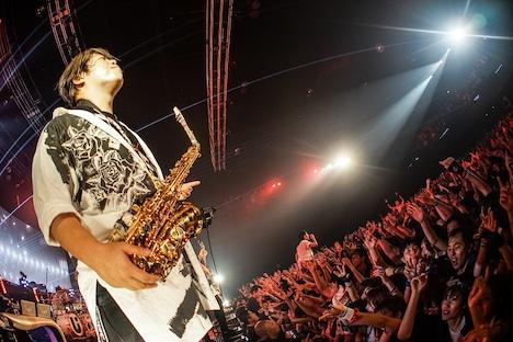 誠果(Sax, MANIPULATOR)(写真提供:ソニー・ミュージックレコーズ)