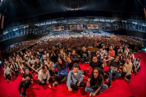 「山人音楽祭 2018」初日終演後の記念写真。(Photo by HayachiN)
