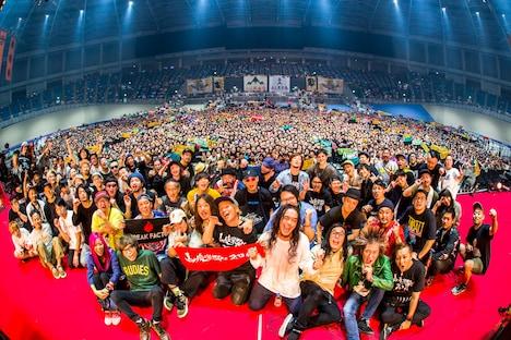 「山人音楽祭 2018」2日目終演後の記念写真。(Photo by HayachiN)