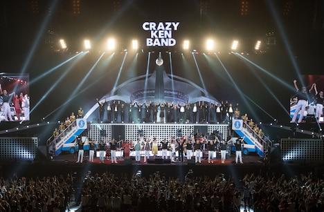 クレイジーケンバンド「CRAZY KEN BAND TOUR 2018 GOING TO A GO-GO Presented by NISHIHARA SHOKAI」の様子。(撮影:小河俊哉 / 岡田友貴 / 本多亨光)