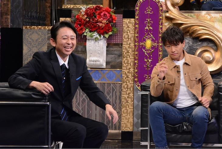 有吉弘行と緒方龍一(w-inds.)。(c)日本テレビ
