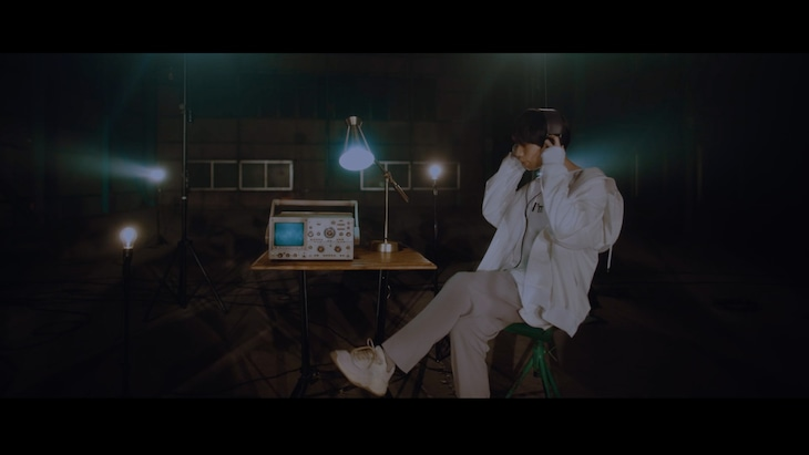 LUCKY TAPES「Lonely Lonely feat. Chara」ミュージックビデオのワンシーン。