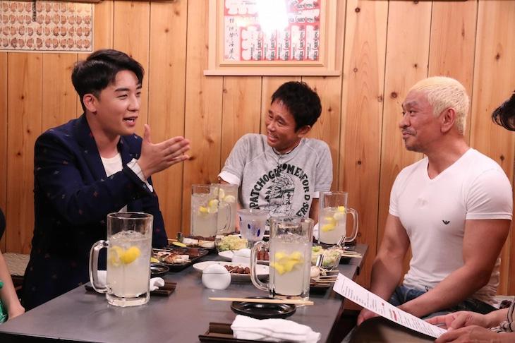 左からV.I(from BIGBANG)、浜田雅功、松本人志。(c)フジテレビ