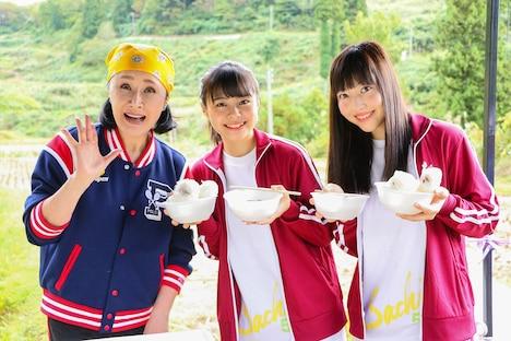 左から小林幸子、本間日陽、日下部愛菜。(c)AKS