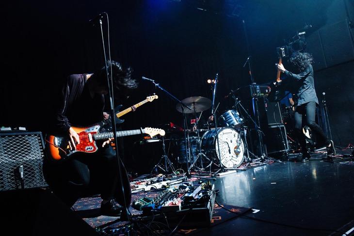 "「""首"" tour OCT 2018」東京公演2日目のTHE NOVEMBERS。(Photo by Daisuke Miyashita)"